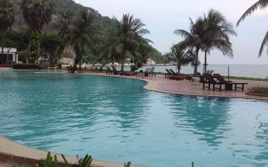 Khao Tao Beach Front Condo for sale - Large pool by the beach front
