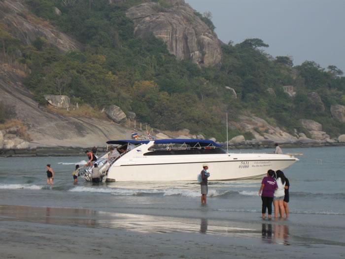 [:en]Hua Hin condo for rent at Khao Takiab beach tour boats[:th]Khao Takiab tour boats[:de]Khao Takiab tour boats[:]