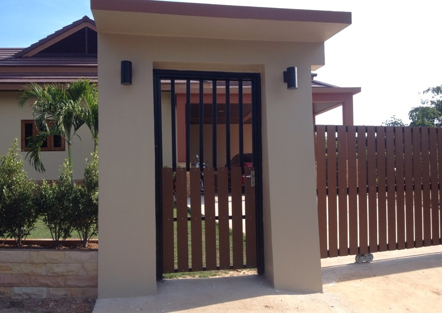 [:en]Outside gate and wall to Bali Pool Villa for Sale in Pranburi[:th]Outside gate and wall to Pranburi Bali pool villa[:de]Outside gate and wall to Pranburi Bali pool villa[:]
