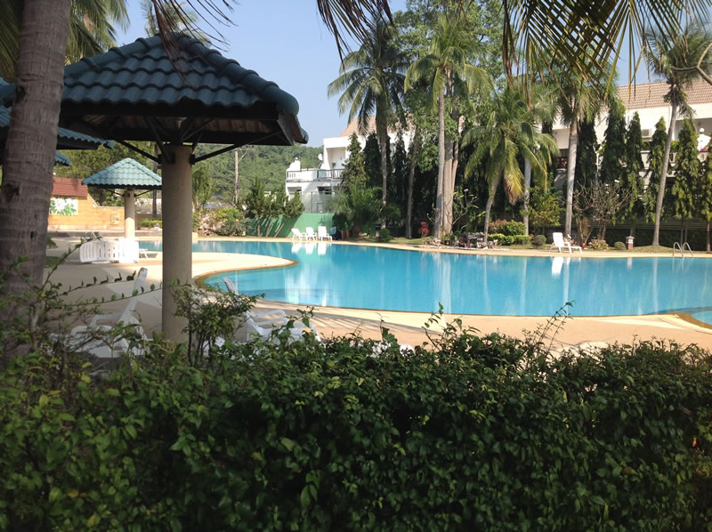 [:en]Large pool and sitting area at the Hua Hin condo for rent at Khao Takiab beach[:th]Large pool and sitting area at Jamchuree Condo[:de]Large pool and sitting area at Jamchuree Condo[:]