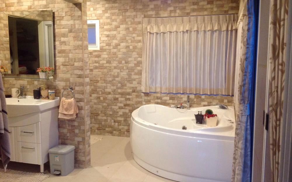 [:en]Pranburi 2 bedroom resort home[:th]Beautiful custom master bathroom with Jacuzzi[:de]Beautiful custom master bathroom with Jacuzzi[:]