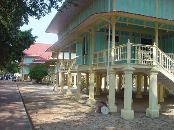 Maruekhathayawan Palace