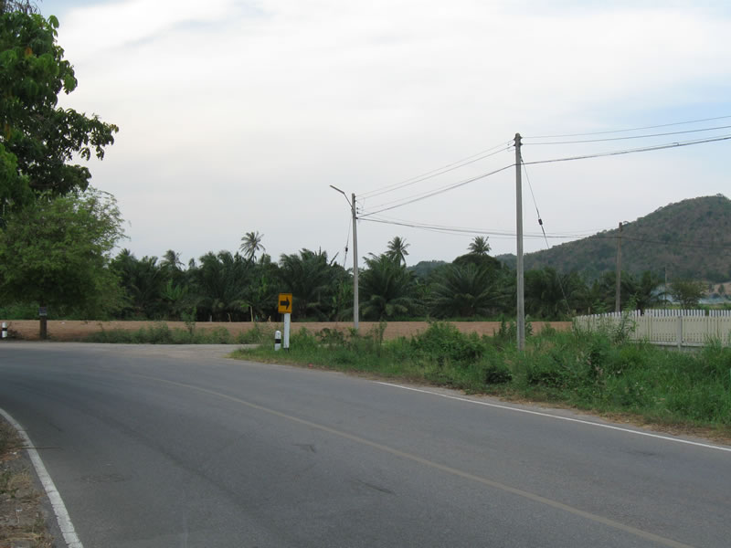 Pranburi commercial land for sale on coastal highway with 3 phase power and 2 city water supplies[:th]Hua Hin commercial land for sale[:de]Hua Hin commercial land for sale