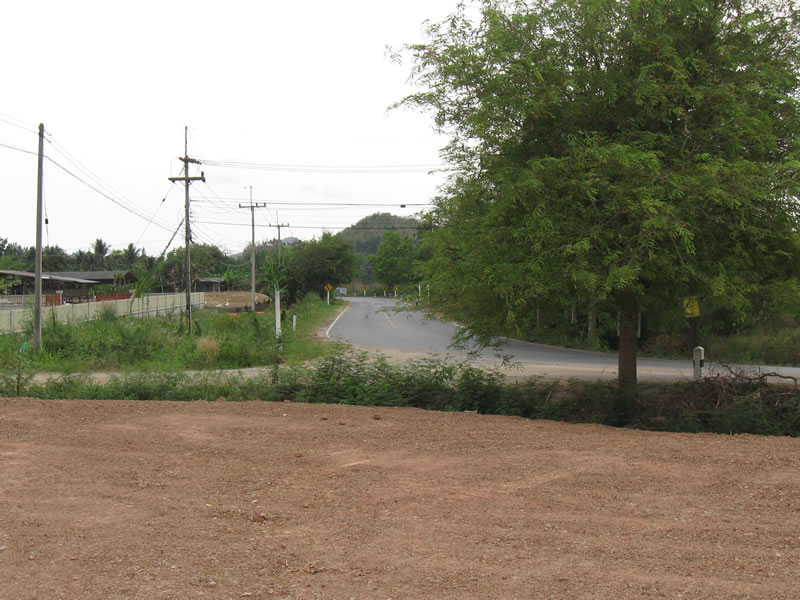 Pranburi commercial land for sale on main road from Hua Hin to beaches