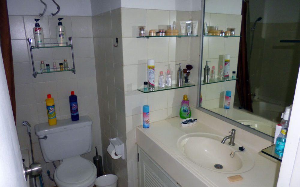 [:en]Khao Tao Beach Condo for sale[:th]Bathroom with walk-in shower[:de]Bathroom with walk-in shower[:]