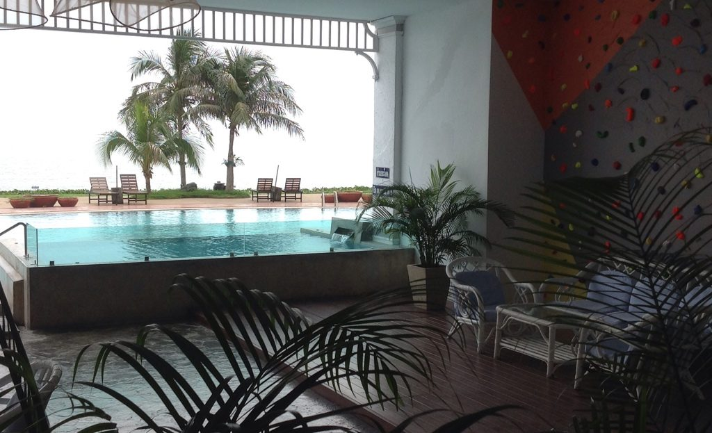 Khao Tao Beach front Condo for rent Jacuzzi and large covered porch overlooking the pool and beach