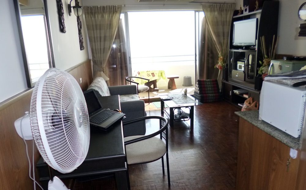 [:en]Khao Tao Beach Condo for sale[:th]Livingroom with beach view[:de]Livingroom with beach view[:]