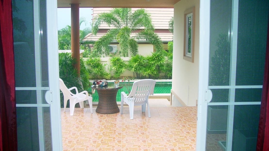 [:en]Pranburi Green Mountain View Pool Villa for sale Large covered porch leading to pool[:]