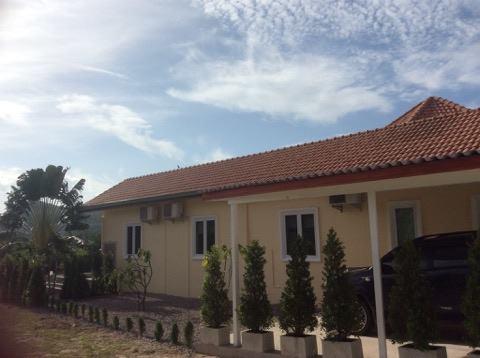 [:en]Side view Hua Hin Pool Villa for sale in Black Mountain [:]