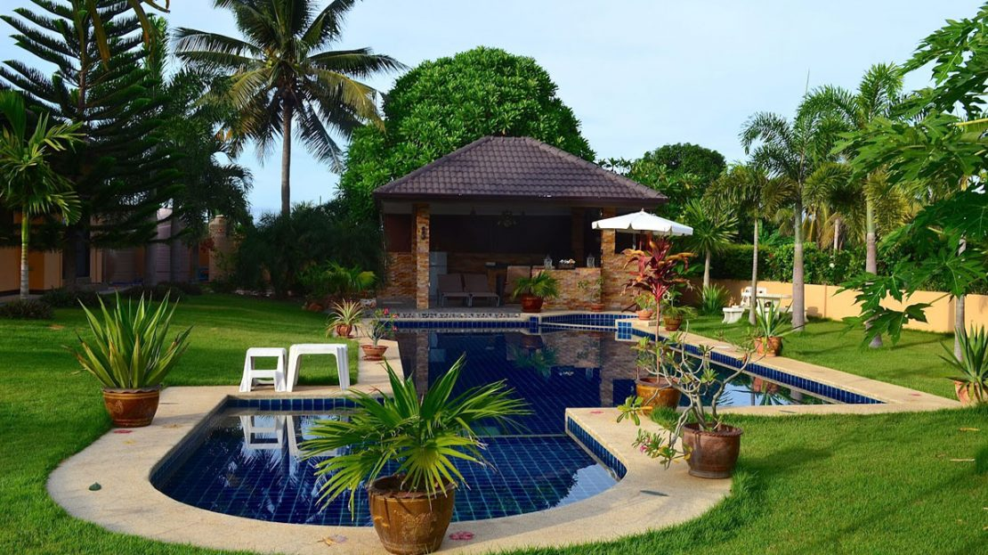 BBq area overlooking pool - Tropical pool villa for sale in Pranburi