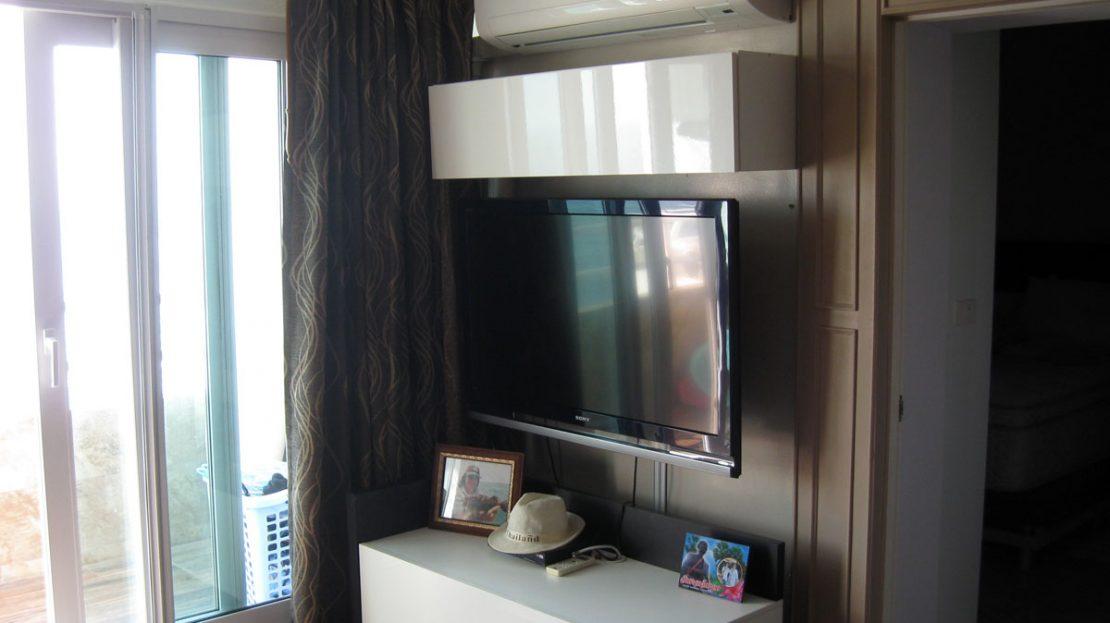 [:en]Khao Tao Beach Front Condo for Sale TV and home theater[:th]ขายคอนโดติดทะเล เขาเต่า[:de]Khao Tao Beach Front Eigentumswohnung zum Verkauf[:]